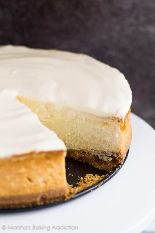 Perfect Vanilla Cheesecake- Deliciously creamy vanilla cheesecake on top of a cinnamon spiced digestive biscuit crumb crust and topped with a sour cream topping!